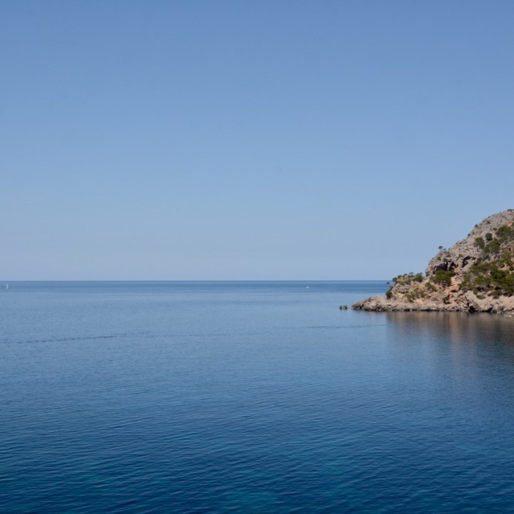 travel with kids children soller mallorca spain coastal hike ben's d'avall to cala deia horizon
