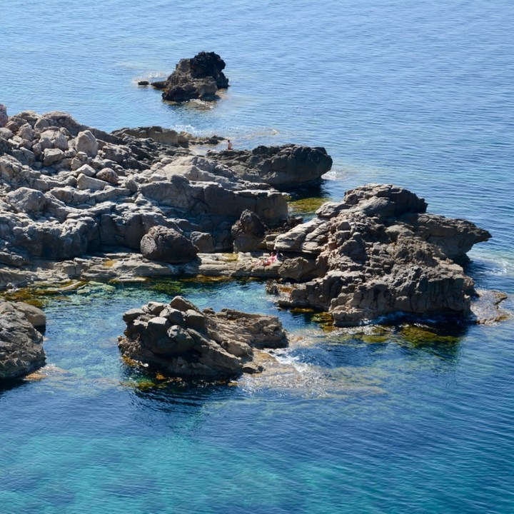 travel with kids children soller mallorca spain coastal hike ben's d'avall to cala deia swimming spot