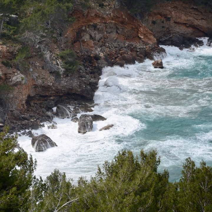 travel with kids children soller mallorca spain hiking cala tuent waves