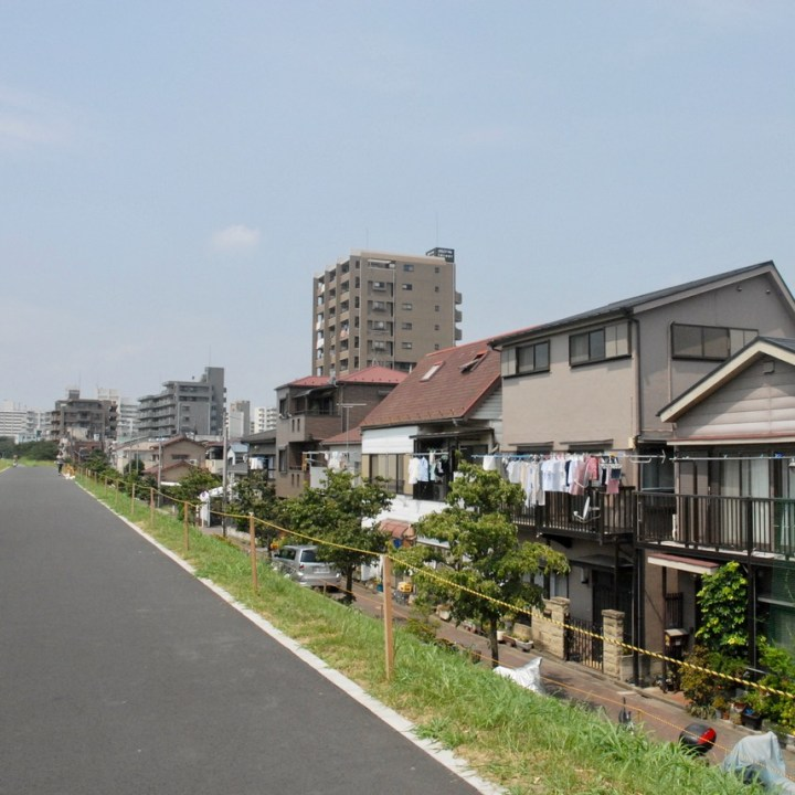 cycling the tame river tokyo japan with kids houses