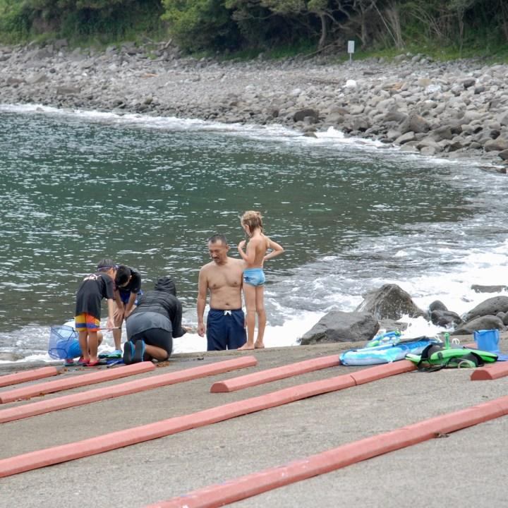 heda japan with kids izu peninsular crab catching