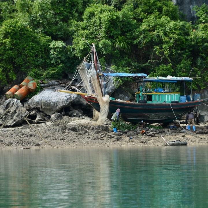 vietnam with kids ha long bay boat repair