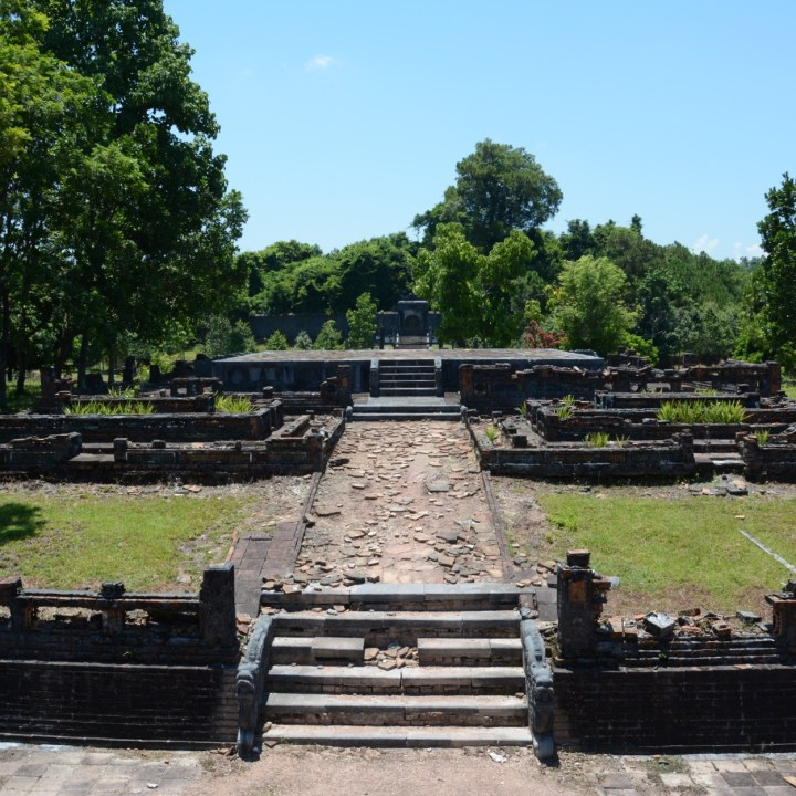 vietnam travel with kids hue Tomb of King Thieu Tri derelict