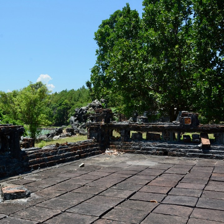 vietnam travel with kids hue Tomb of King Thieu Tri crumbling