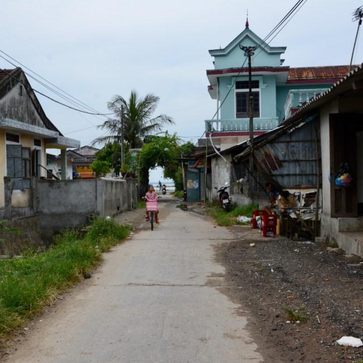 vietnam travel with kids da bac village girl