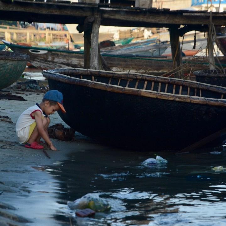 photo tour vietnam hoi an child
