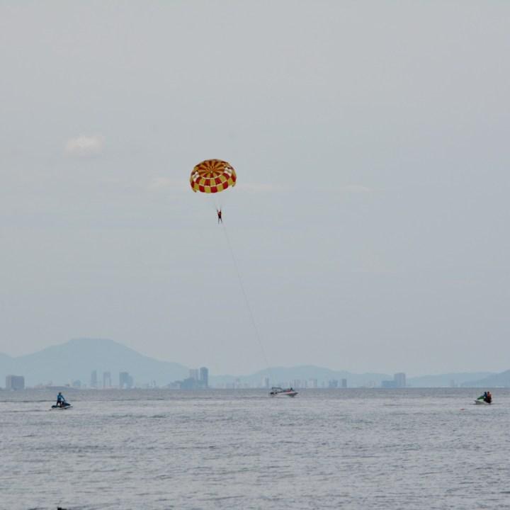 vietnam with kids an bang bike beach paraglider