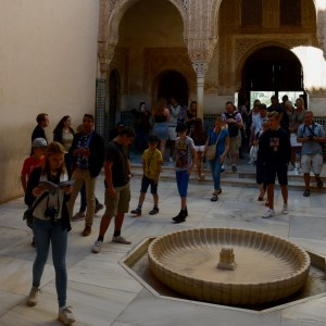 alhambra with kids nasrid palace crowds