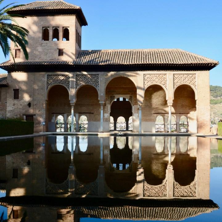 alhambra with kids nasrid palace serail reflections