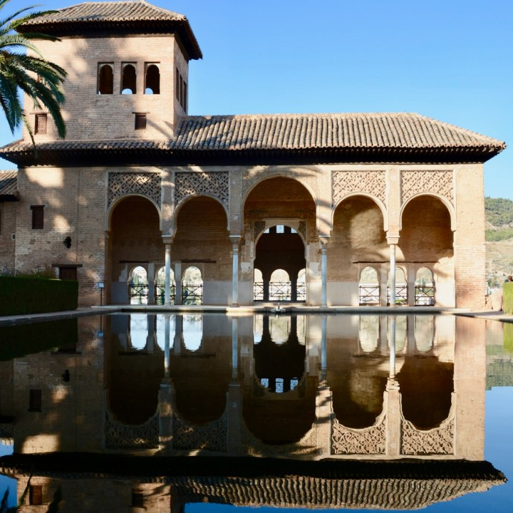 alhambra with kids nasrid palace serail reflections