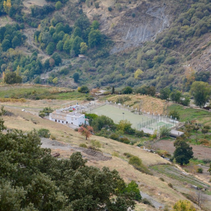 hiking with kids las aplujarras bubion football court