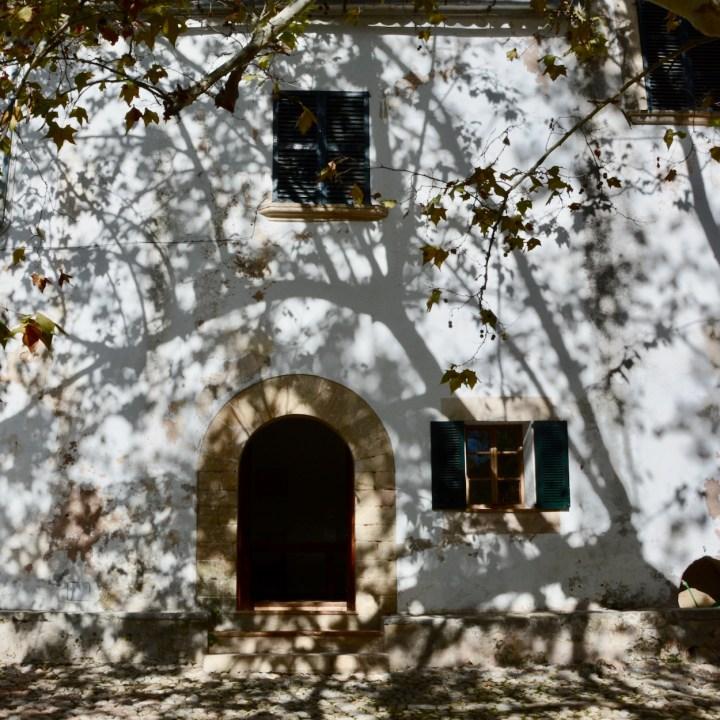 Mallorca with kids gardens alfabia shadows