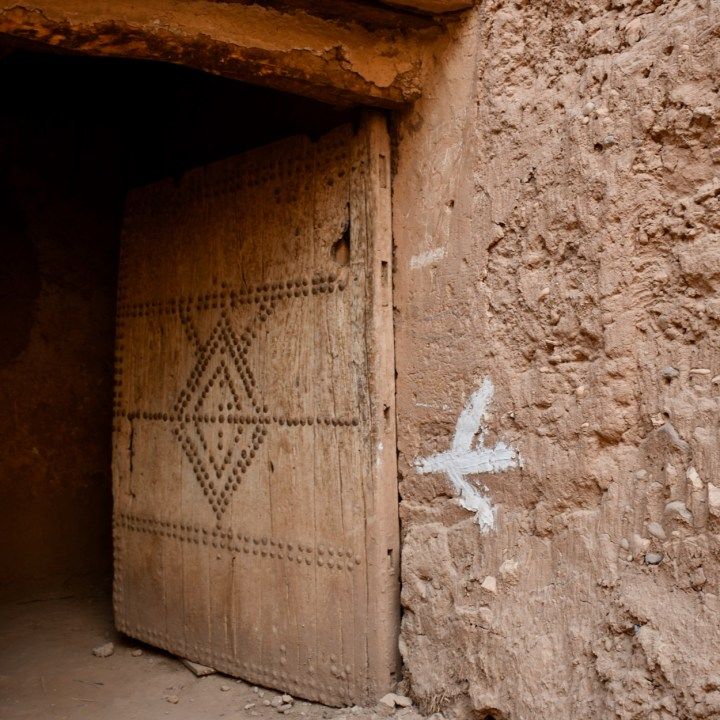 Ait Benhaddou with kids Morocco this way