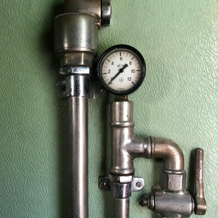 Gori Stalin Museum with kids pressure gauge