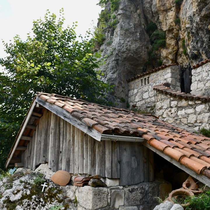Katskhi Pillar Georgia hut