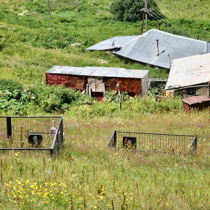 Juta hike village graves