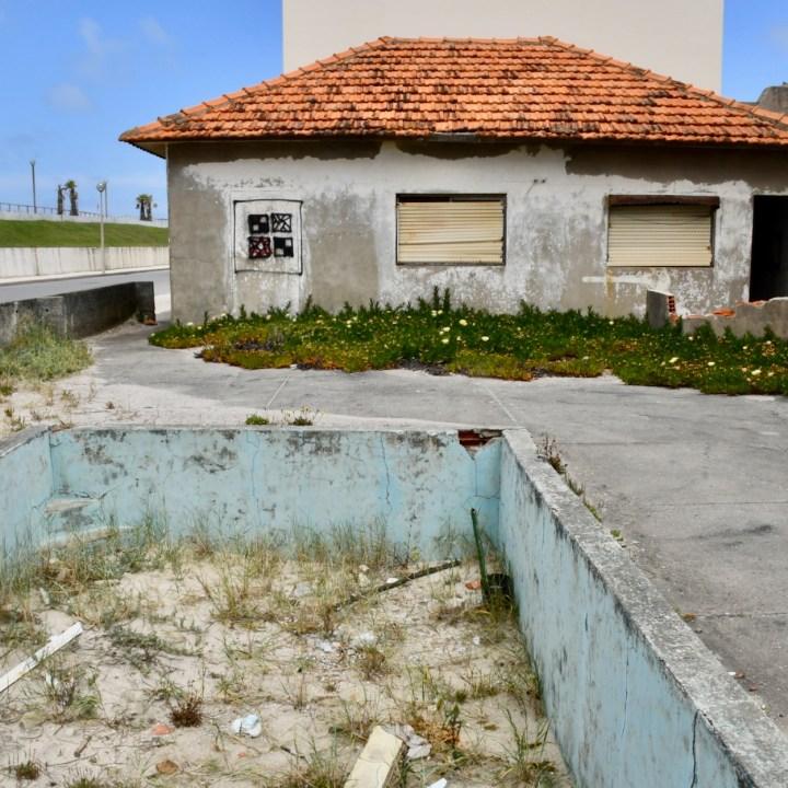 Praia da Vagueira abandoned building site