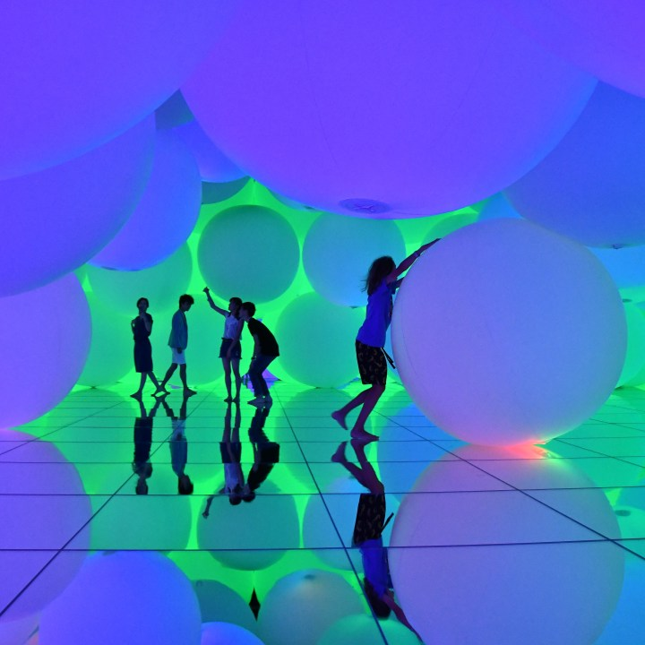 Team Lab Planets floating balls