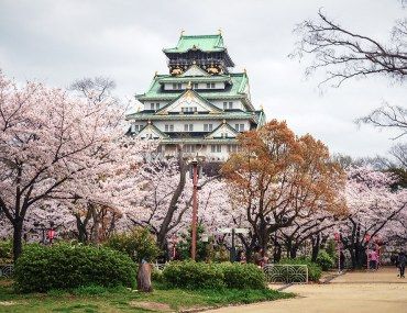10 Best Things To Do in Osaka, Japan - Osaka Travel Tips, Osaka Travel, Osaka things to do, Osaka tips, Osaka activities, Osaka Japan, Osaka Japan Travel, Japan Travel, Sumo Tournament, Osaka Castle, Orange Street, Ichiran Ramen, Dotonbori, Shinsaibashi Shopping Arcade, Universal Studios Japan, Cup Noodles Museum | Wanderlustyle.com