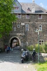 Eingang zu Schloss Burg