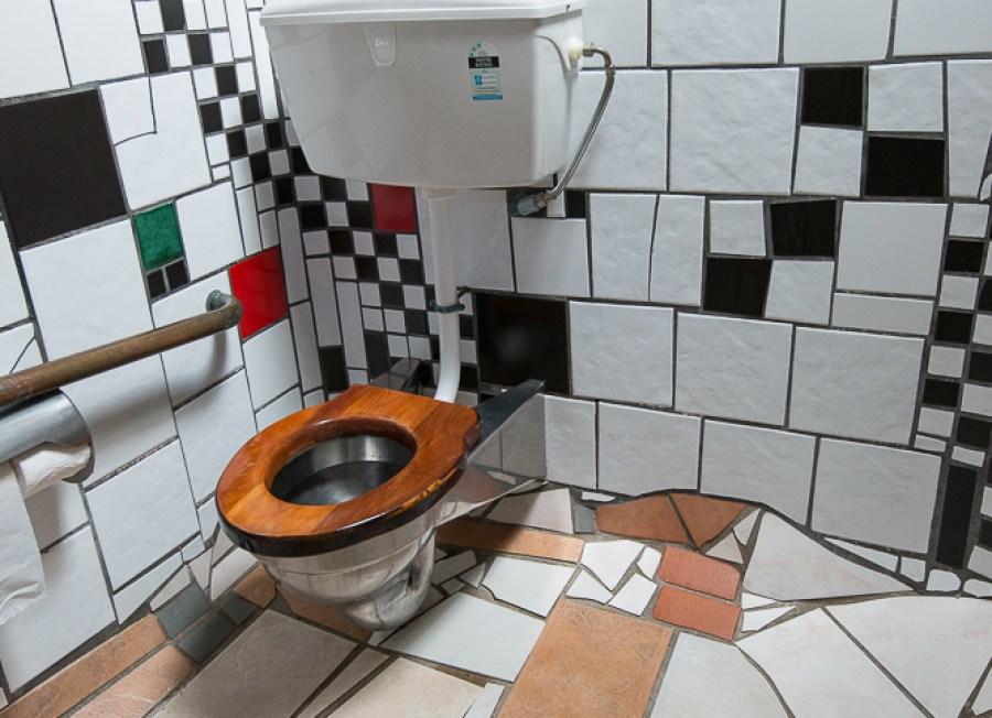 Hundertwasser Toilette in Kawakama