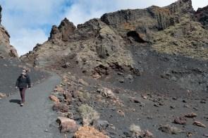 Weg in den Krater