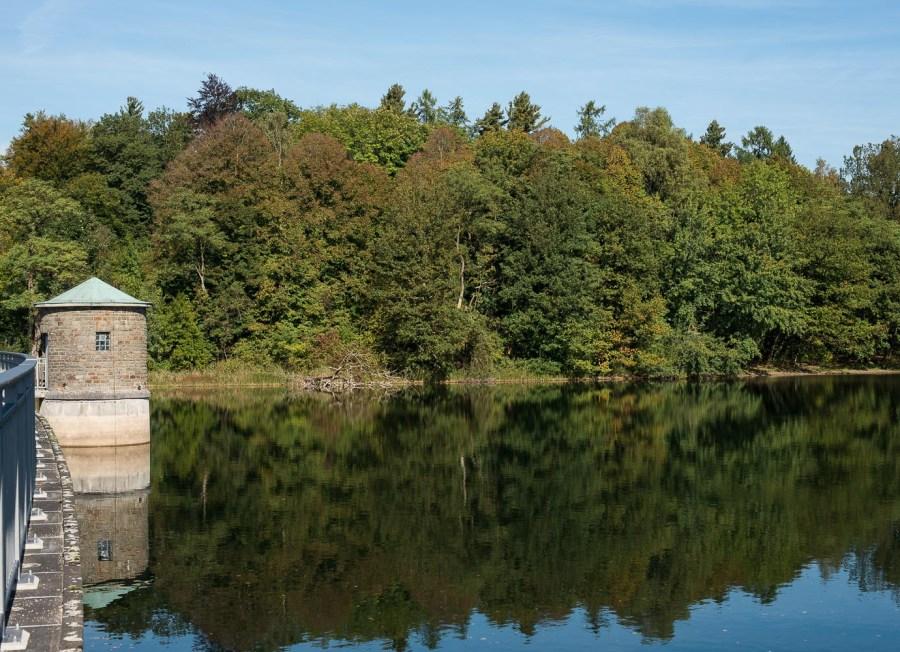 Herbst 2012 auf dem Damm der Neyetalsperre