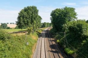 Über die Bahn hinweg bei Brill