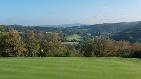 Golfplatz auf dem Berg