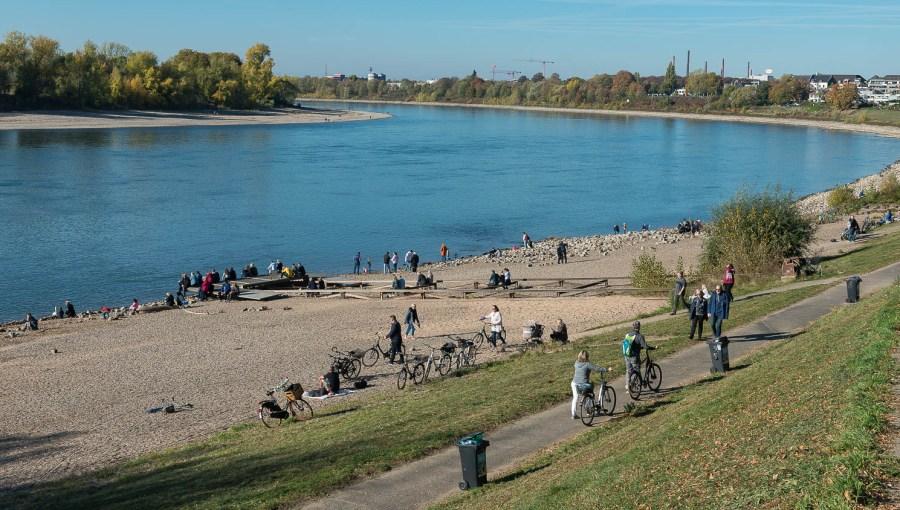 Viel Betrieb am Fluss