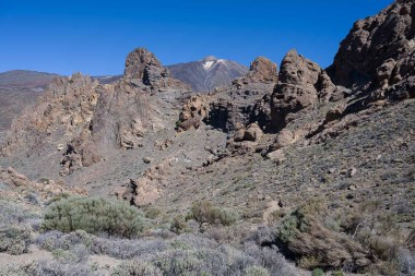 Teide hinter den Roques de Garcia