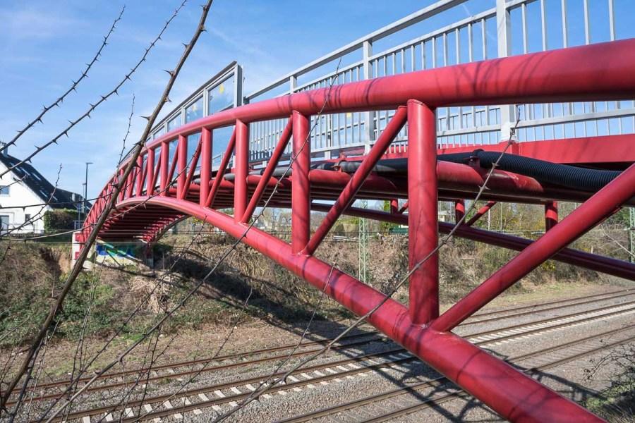 Füssgängerbrücke über die Bahn