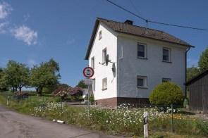 Haus mit Blumen in Büddelhagen