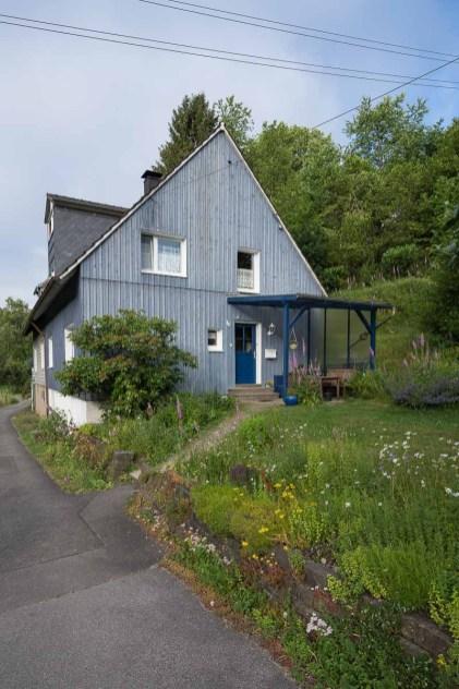 Eines der wenigen Häuser in Purd