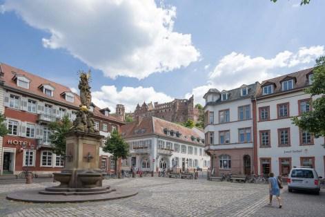 Kornmarkt mit Schloss im Hintergrund