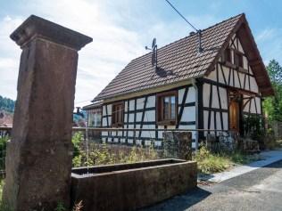 Einer von zahlreichen Brunnen in Obersteinbach