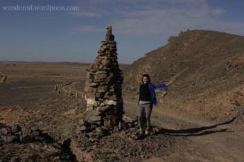 Auch hier weisen die Steinhaufen den Menschen den Weg