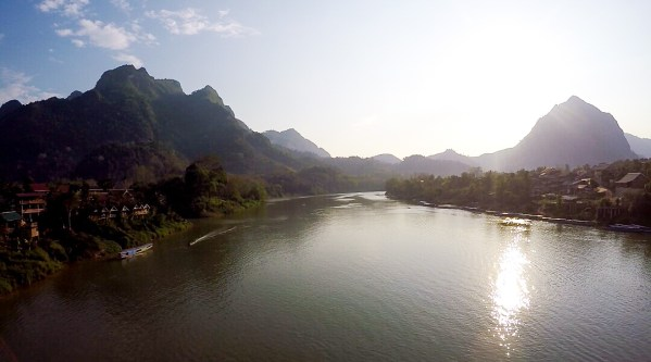 A Guide To Cross Borders Between Thailand and Laos By Slow Boat