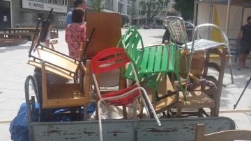 Abtransport der Stuhlspenden