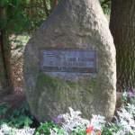 Pierre commémorative de Karl Fischer (1881-1941), qui, en 1901, à Berlin, a fondé en tant qu'association le mouvement Wandervogel, et qui devient en 1930 membre d'honneur du Nerother Wandervogel.