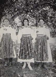 Costumes tchécoslovaques - L'EUROPE A BICYCLETTE par. Lily SERGUÉIEW