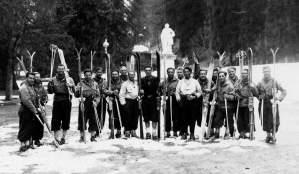 Collection JMOllivier - Les participants de Jeunesse et Montagne du raid à ski Urdos-Luchon de février 1942