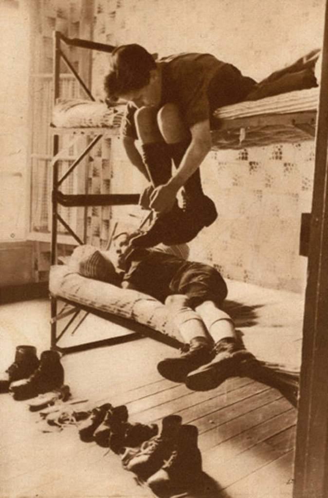 1933-06-21_Vu_275_Les auberges de jeunesse_Le dortoir de l'auberge du Gui à Paris