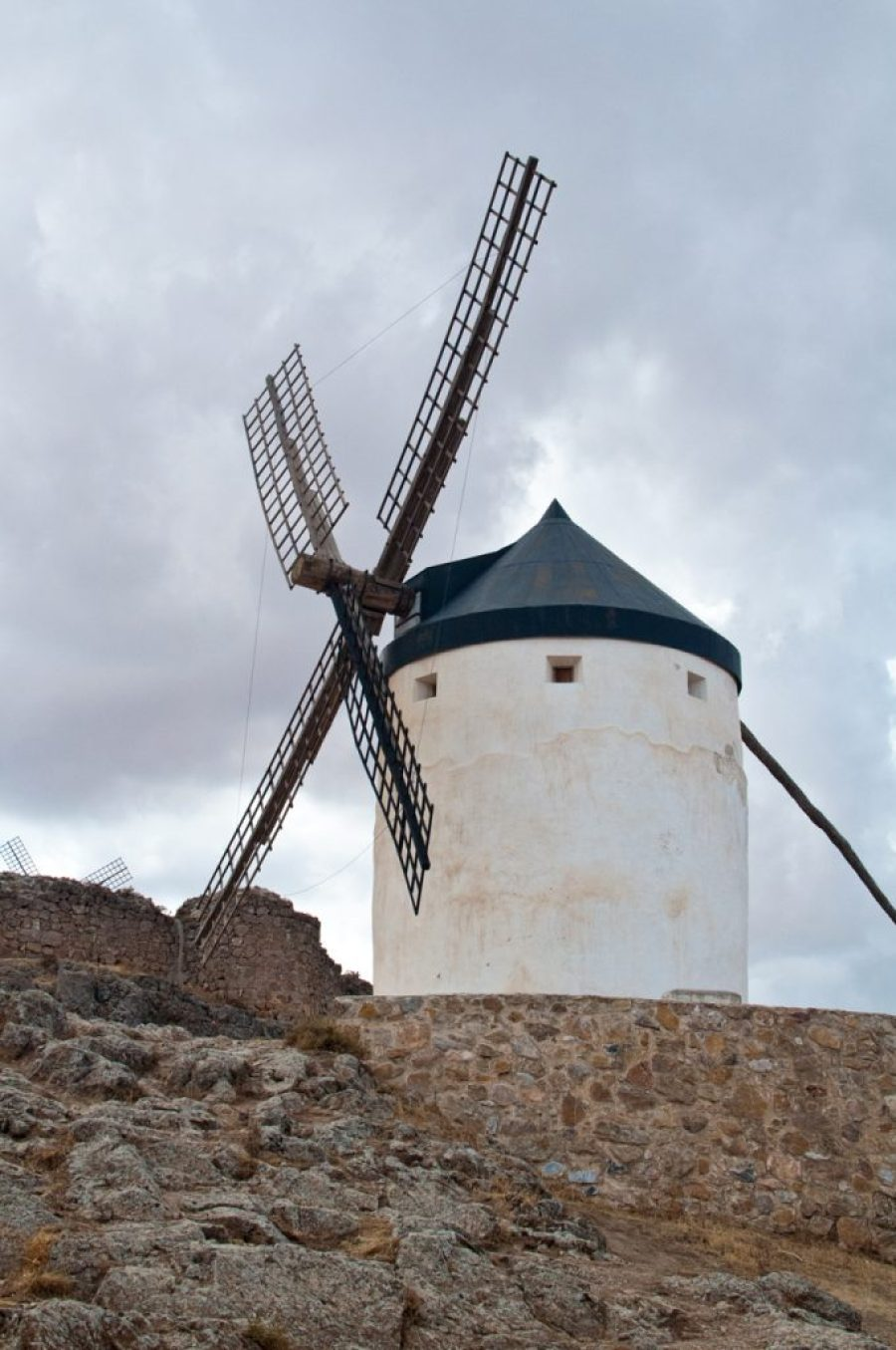 Great 8 day spain roadtrip itinerary - Consuegra