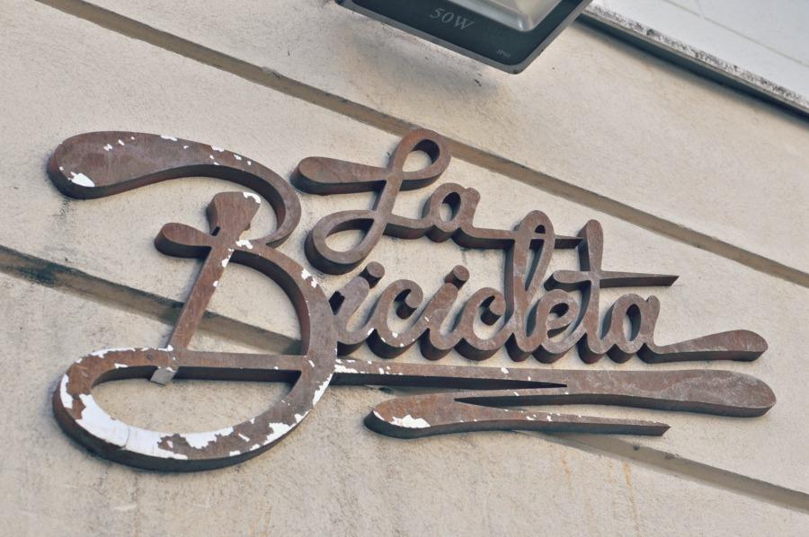 Cafes Workspace in Madrid: La Bicicleta Café || Wanderwings