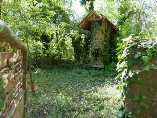 Kroatische Dörfer mit Maisspeicher.