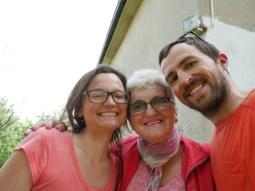 Antonia, Mama Mirko und Daniel nach einem leckeren Frühstück.