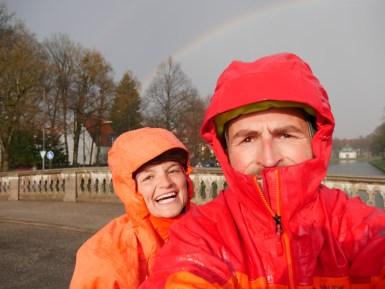 ...und wir können endlich unsere Regenjacken testen;)