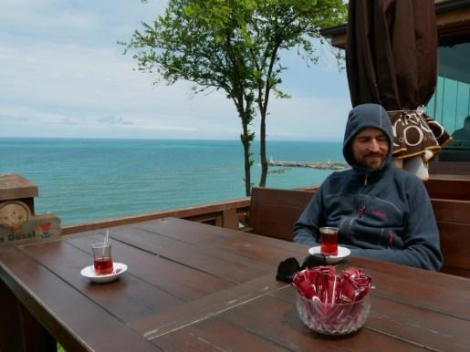 Tee-Balkon über dem schwarzen Meer.