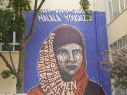 Istanbul -Moda. Hommage an Malala, die Kinderrechtsaktivistin und Friedensnobelpreisträgerin aus Pakistan.